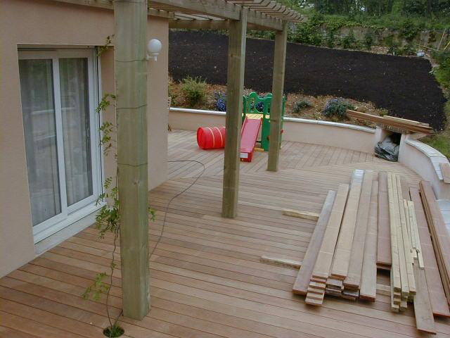 Création d'une terrasse en bois Bangkirai sur Trévoux